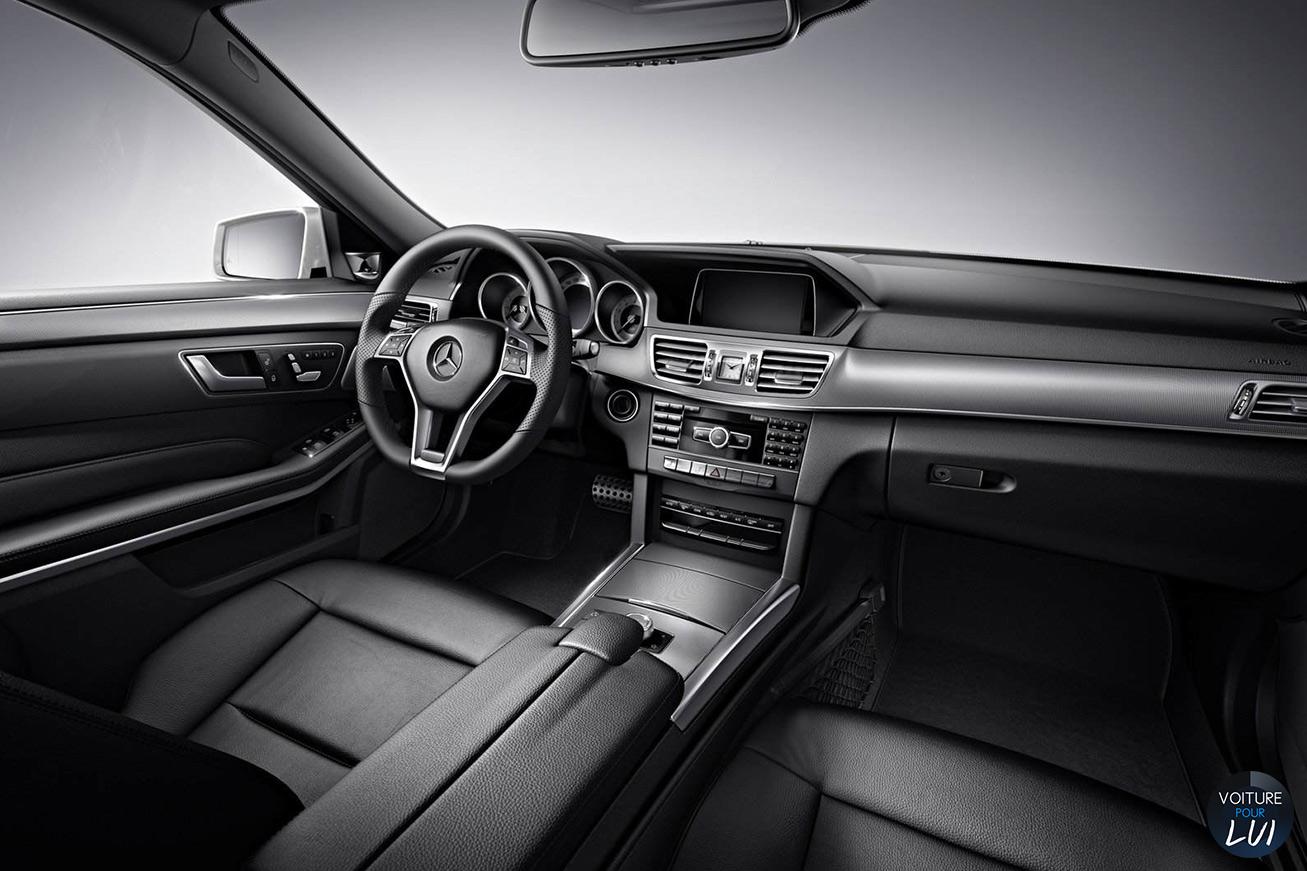 Mercedes  CLASSE E 2014   Gris  http://www.voiturepourlui.com/images/Mercedes//Interieur/Mercedes_Classe_E_2014_006_interieur_noir.jpg