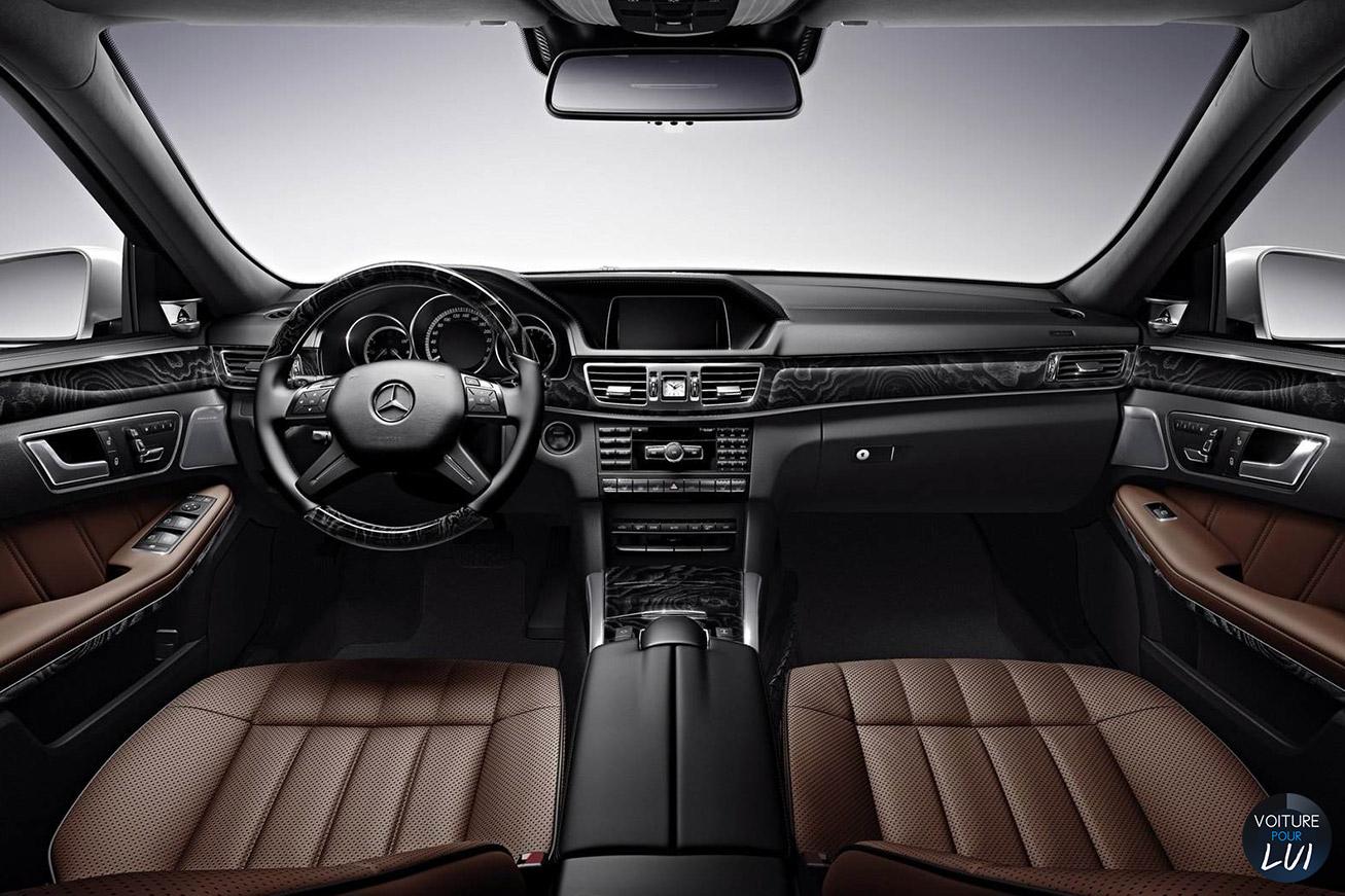 Mercedes  CLASSE E 2014    http://www.voiturepourlui.com/images/Mercedes//Interieur/Mercedes_Classe_E_2014_009_interieur.jpg