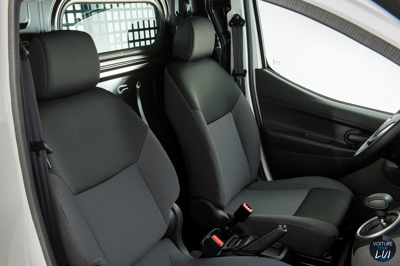 Nissan  E NV200   Electrique  http://www.voiturepourlui.com/images/Nissan//Interieur/Nissan_e_NV200_005_interieur.jpg