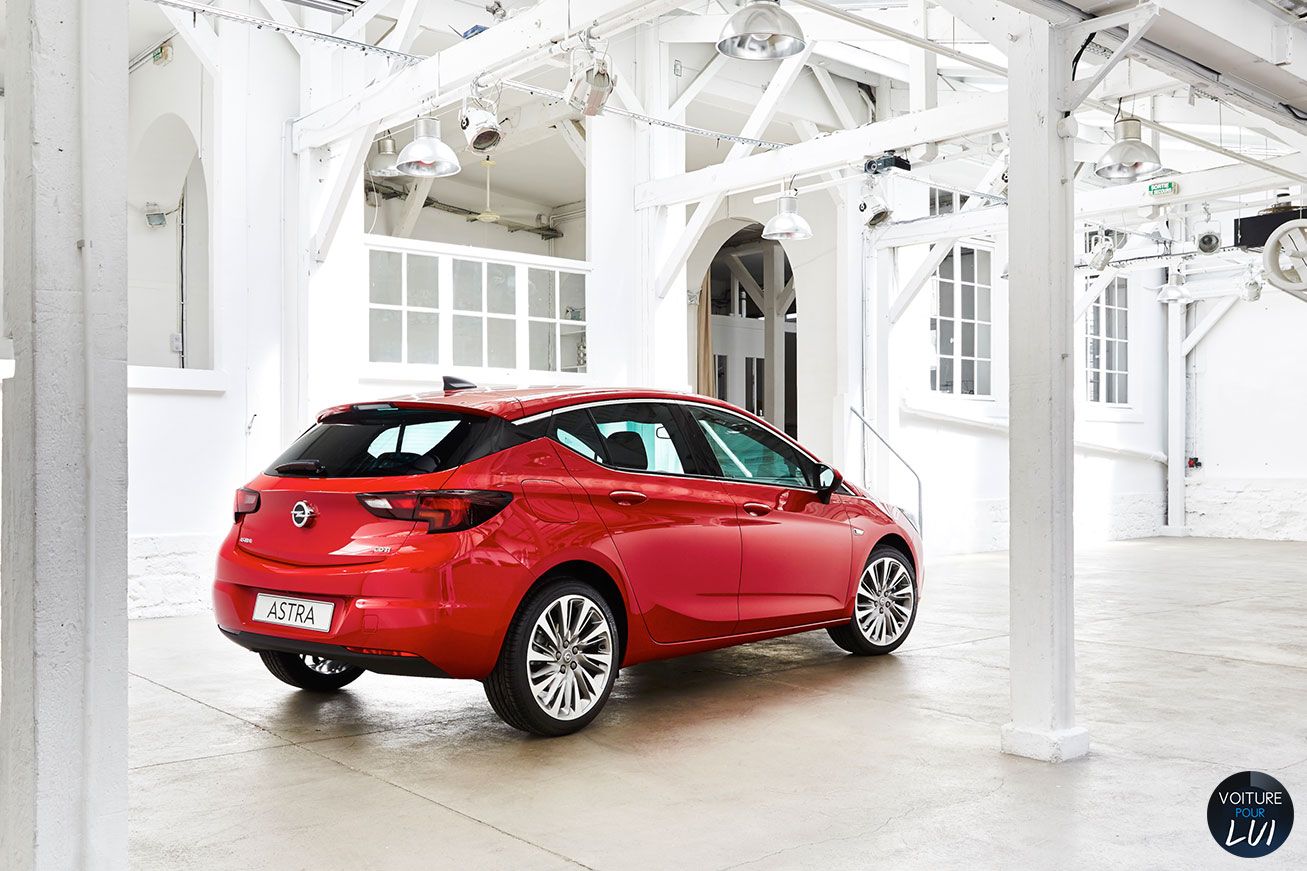 Opel  ASTRA 2015   Arriere  http://www.voiturepourlui.com/images/Opel//Exterieur/Opel_Astra_2015_005_arriere.jpg