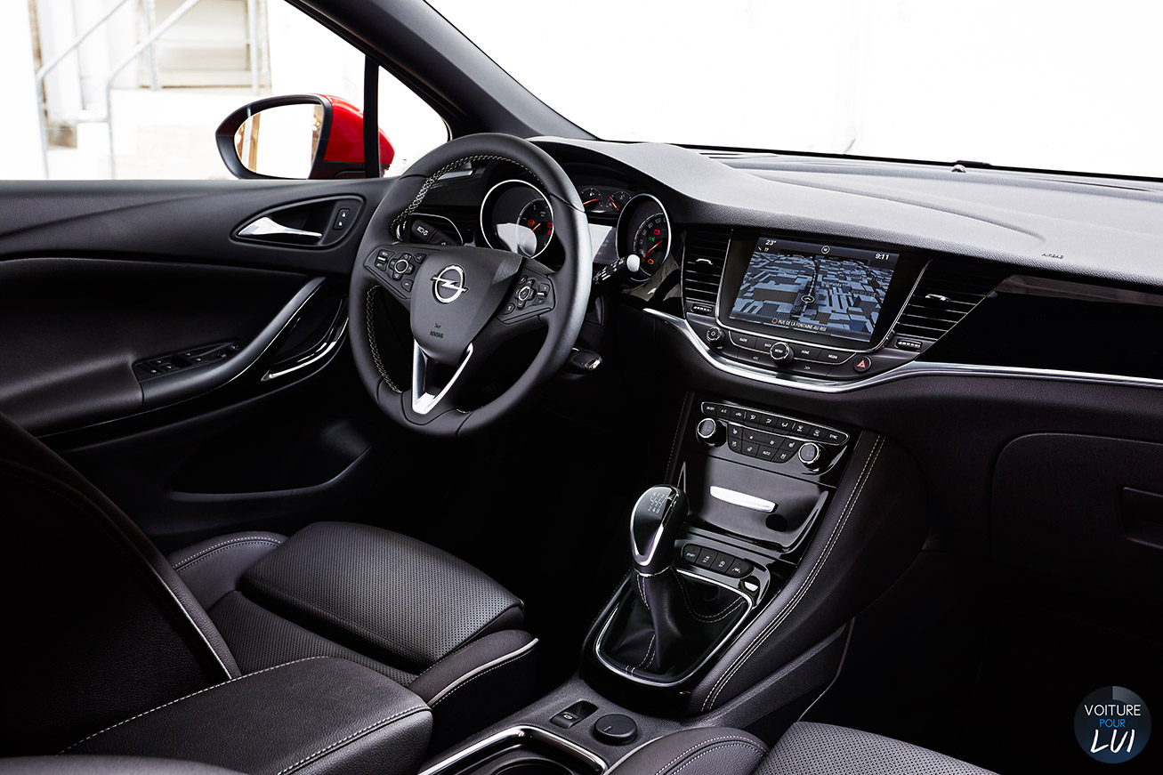 Opel  ASTRA 2015    http://www.voiturepourlui.com/images/Opel//Interieur/Opel_Astra_2015_003.jpg