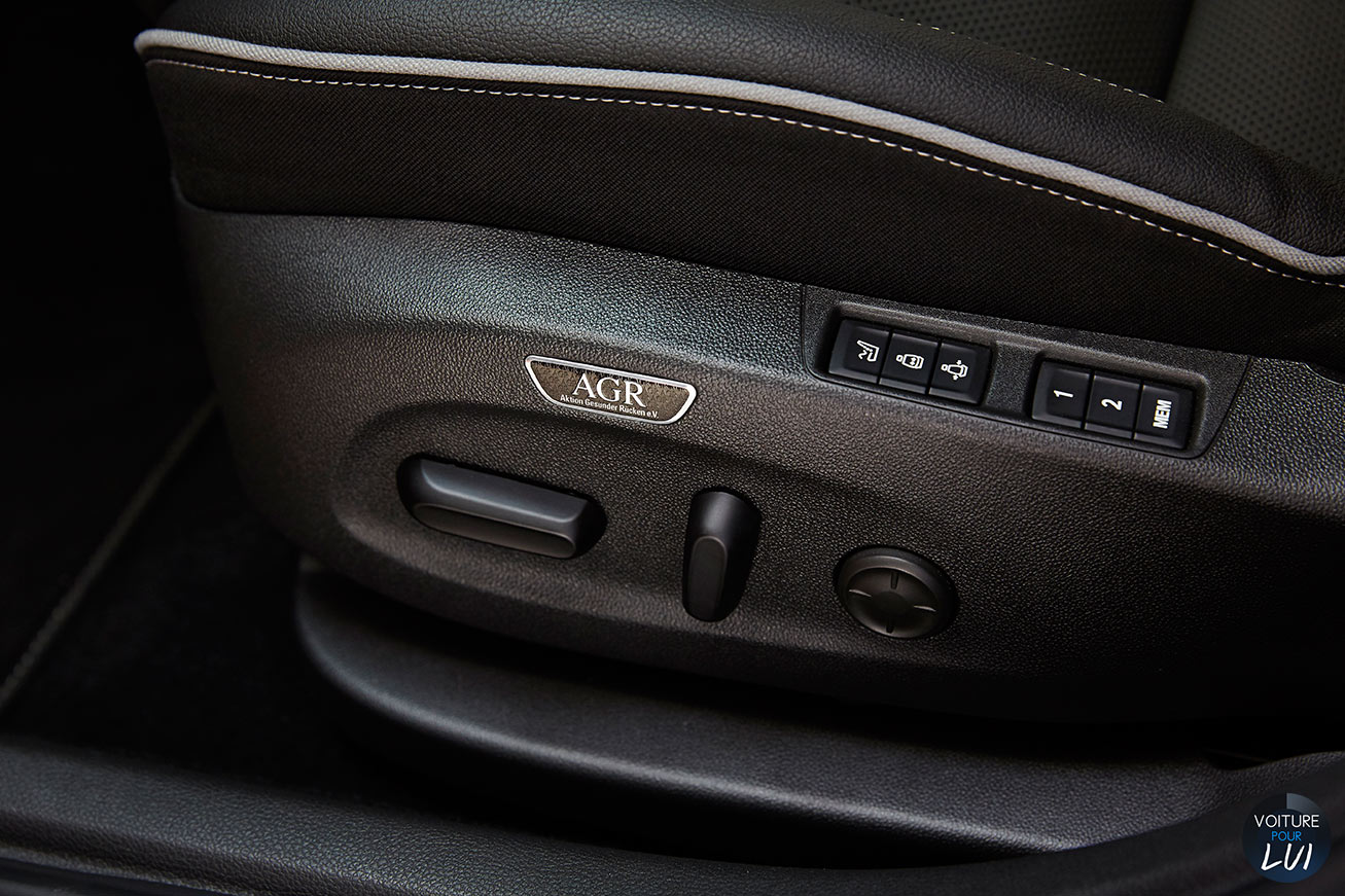 Opel  ASTRA 2015     http://www.voiturepourlui.com/images/Opel//Interieur/Opel_Astra_2015_006_agr.jpg