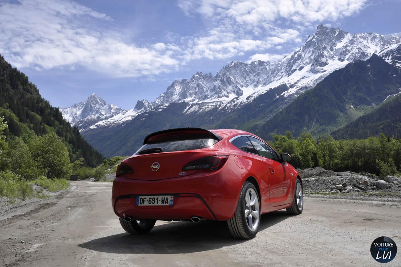 Opel  ASTRA GTC 2014    http://www.voiturepourlui.com/images/Opel//Exterieur/Opel_Astra_GTC_2014_011.jpg