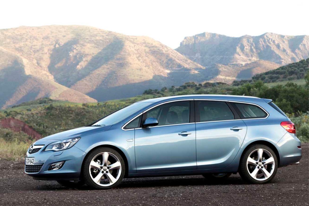 Opel Astra-Sports-Tourer photo