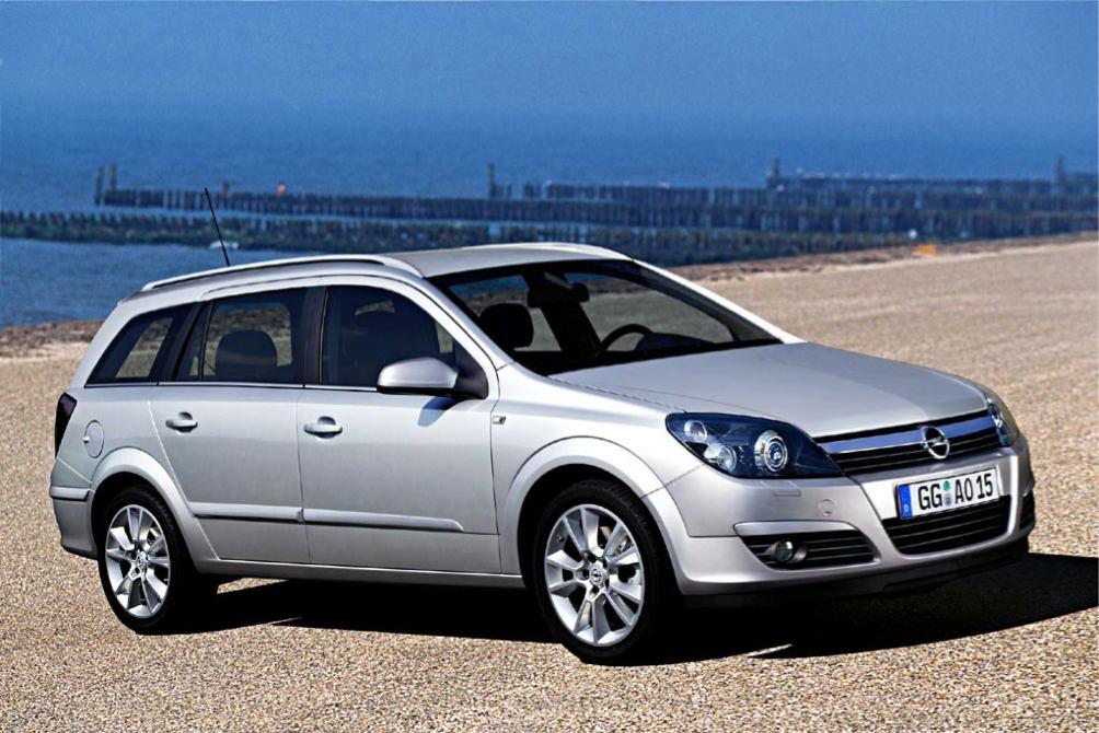 Opel Astra photo
