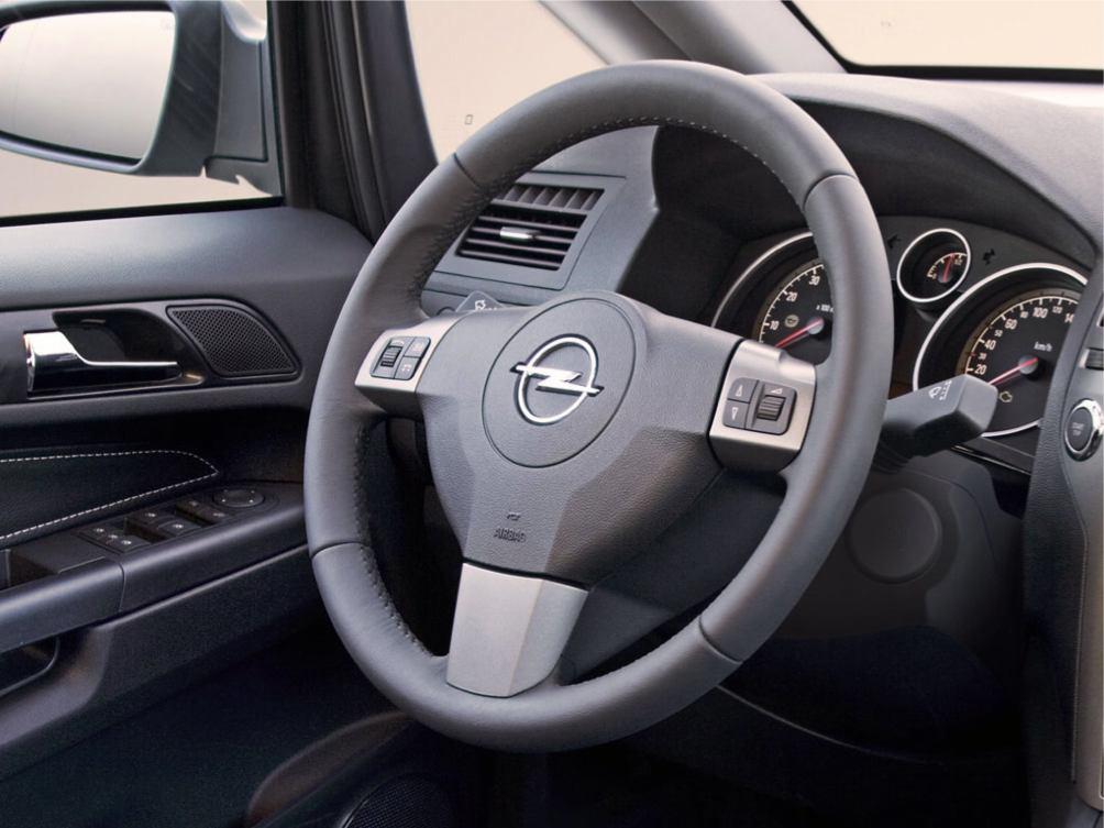 Opel  ZAFIRA    http://www.voiturepourlui.com/images/Opel//Interieur/Opel_Zafira_019.jpg