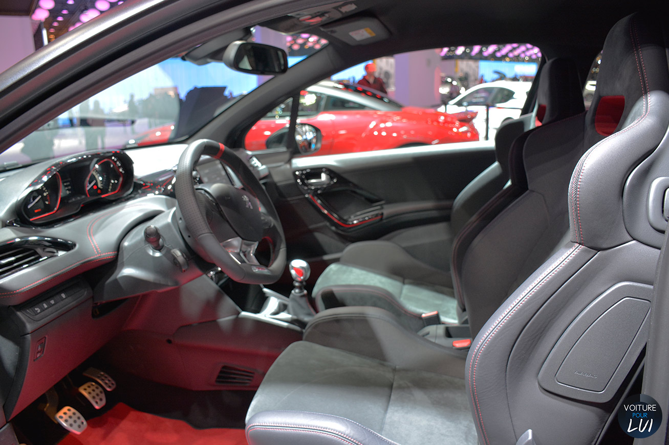Peugeot 208 gti 30th mondial 2014 sportive photo for Interieur sport wilkinson