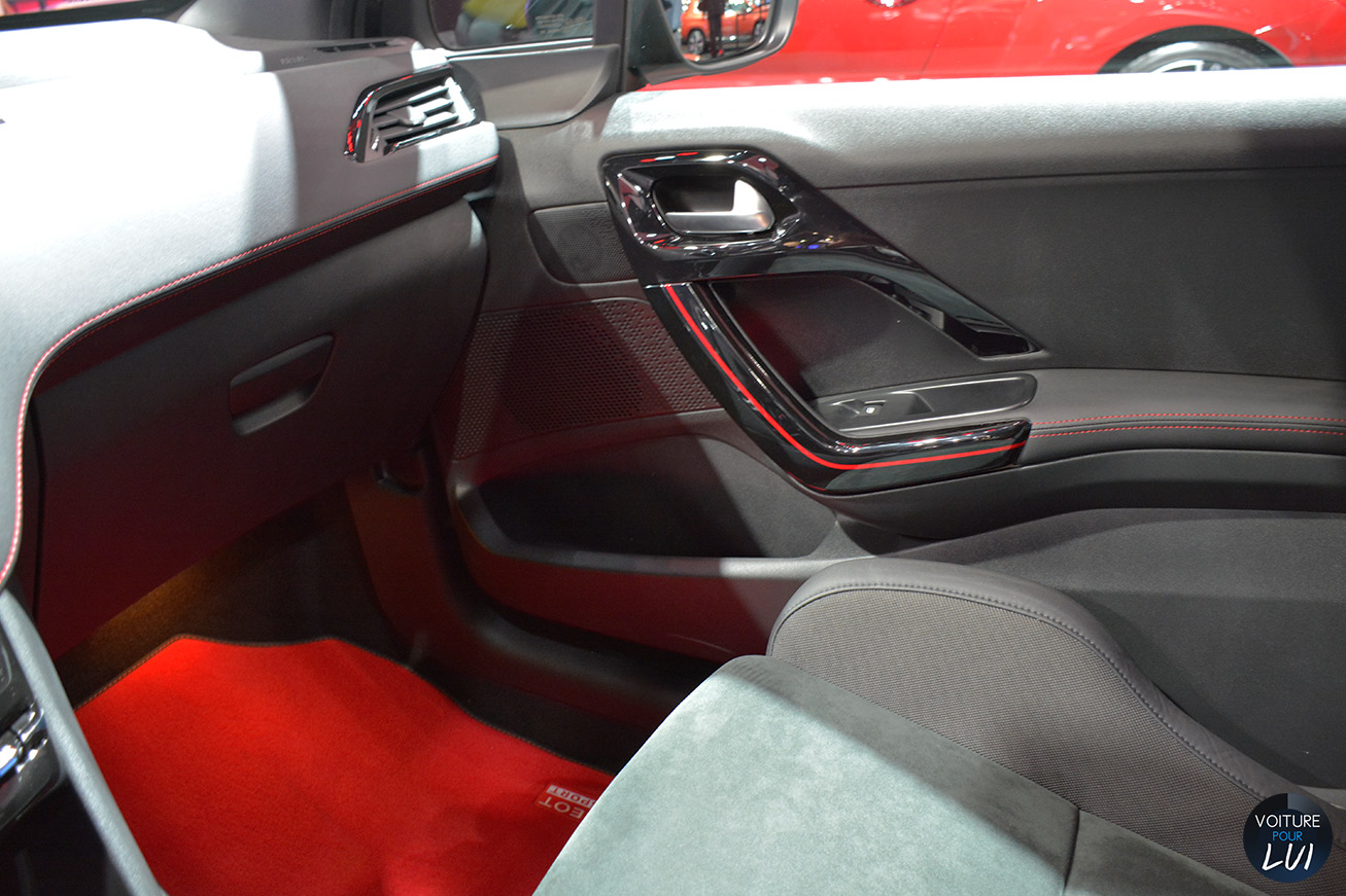Peugeot 208 gti 30th mondial 2014 for Interieur 208 gti