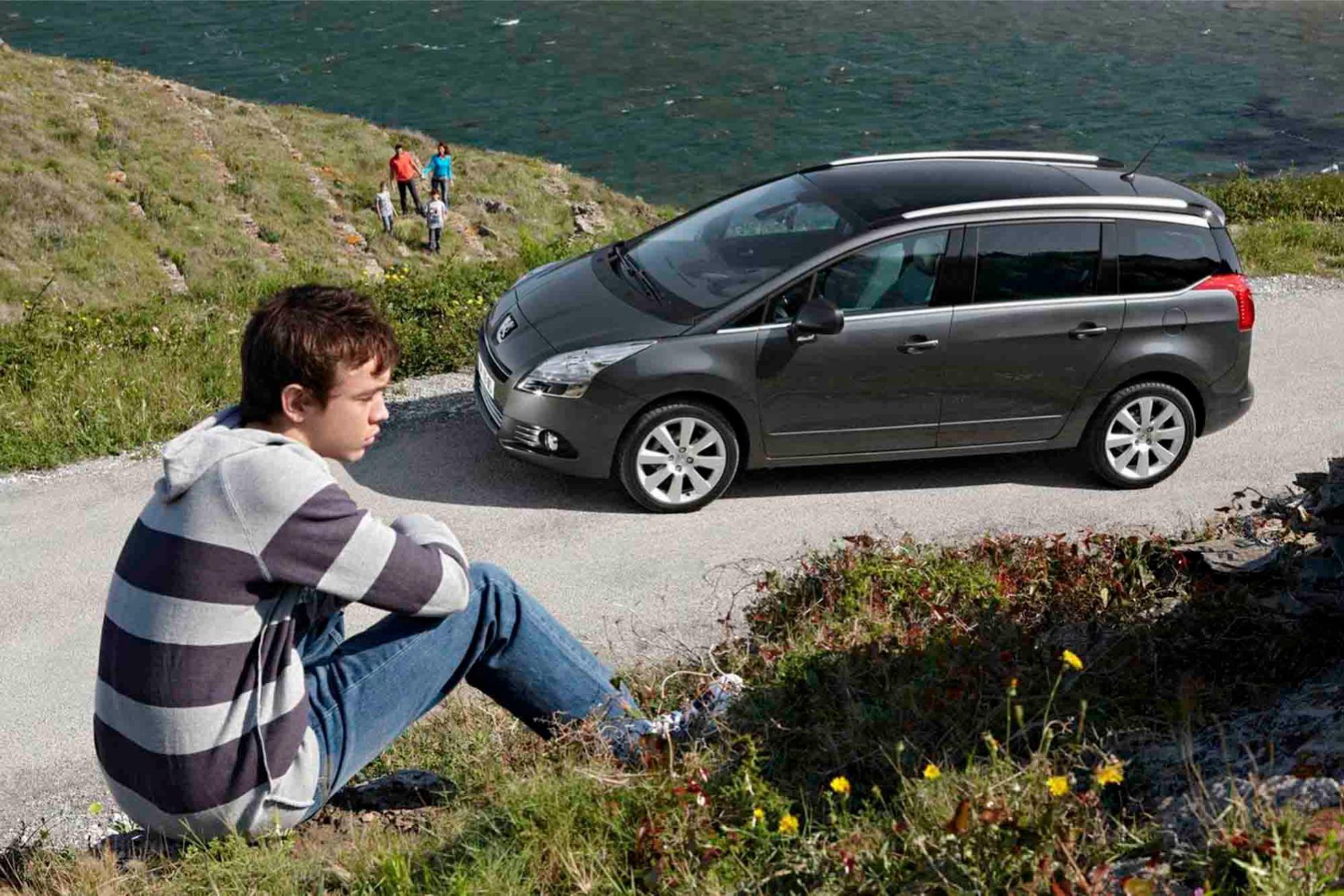 Peugeot  5008    http://www.voiturepourlui.com/images/Peugeot//Exterieur/Peugeot_5008_013.jpg