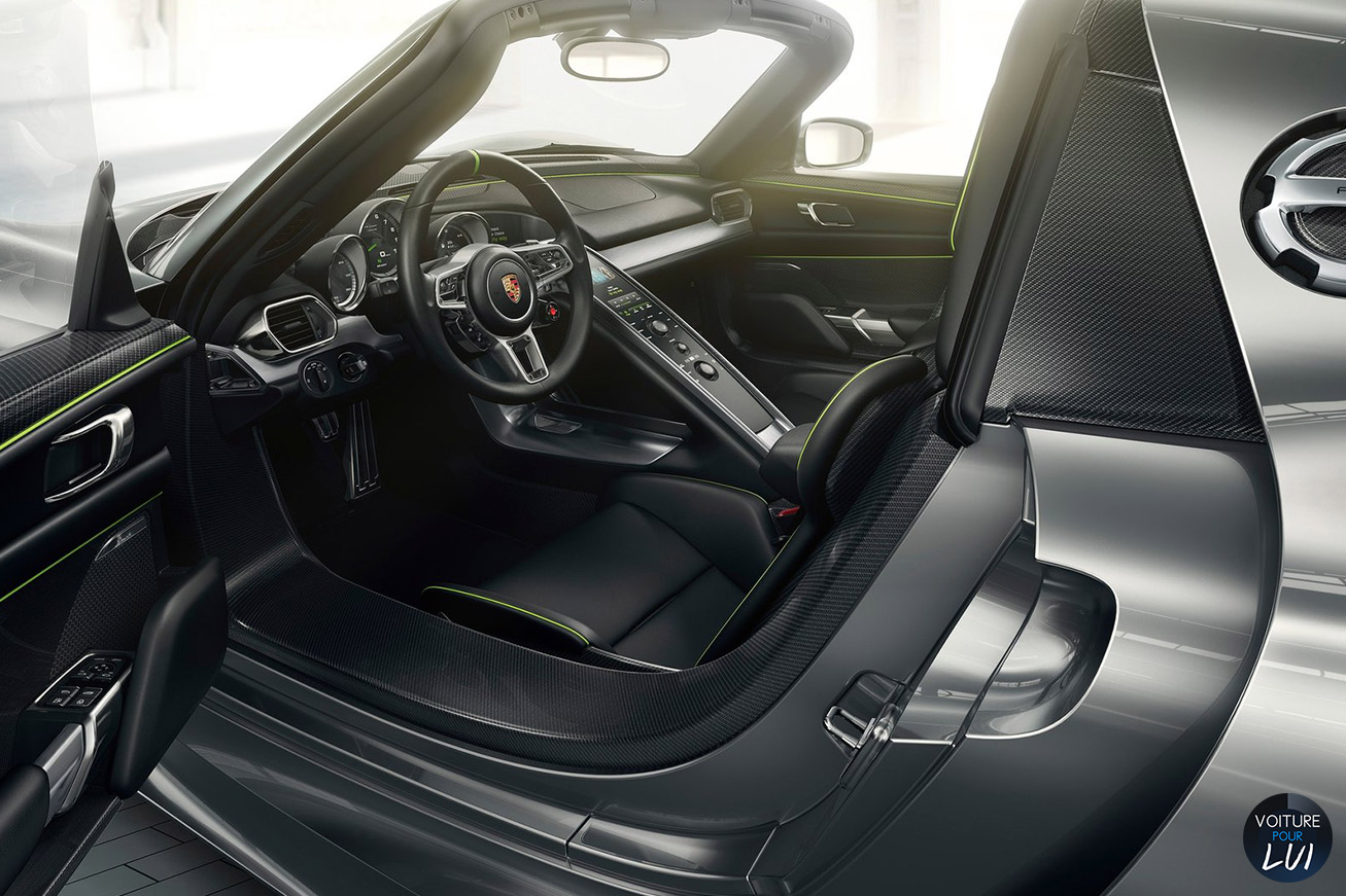 Photos porsche 918 spyder 2015 2015 numero 19 for Porsche 918 interieur