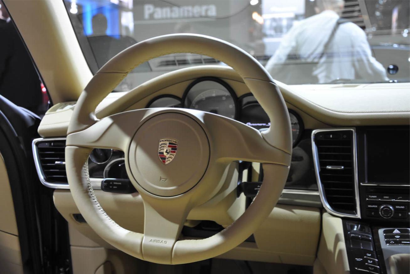 Porsche  PANAMERA    http://www.voiturepourlui.com/images/Porsche//Interieur/Porsche_Panamera_003.jpg