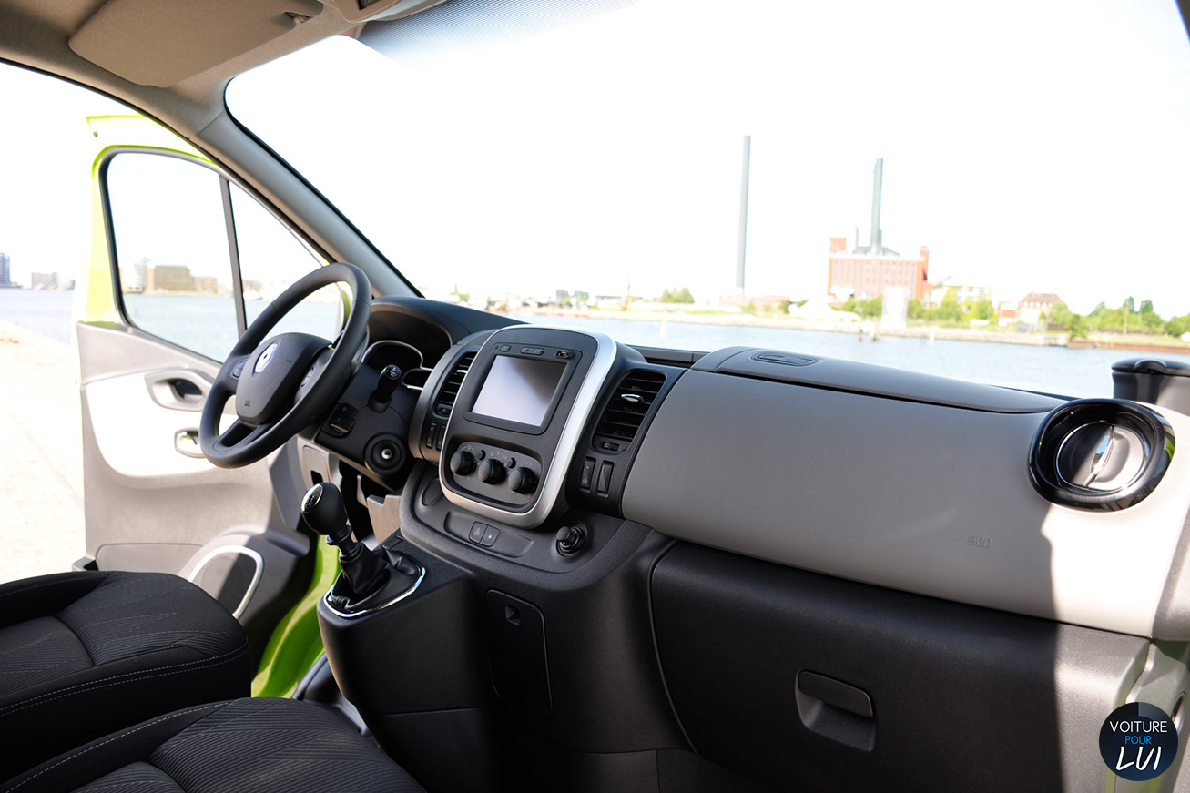 Renault trafic grand confort 2014 renault trafic grand for Renault trafic interieur
