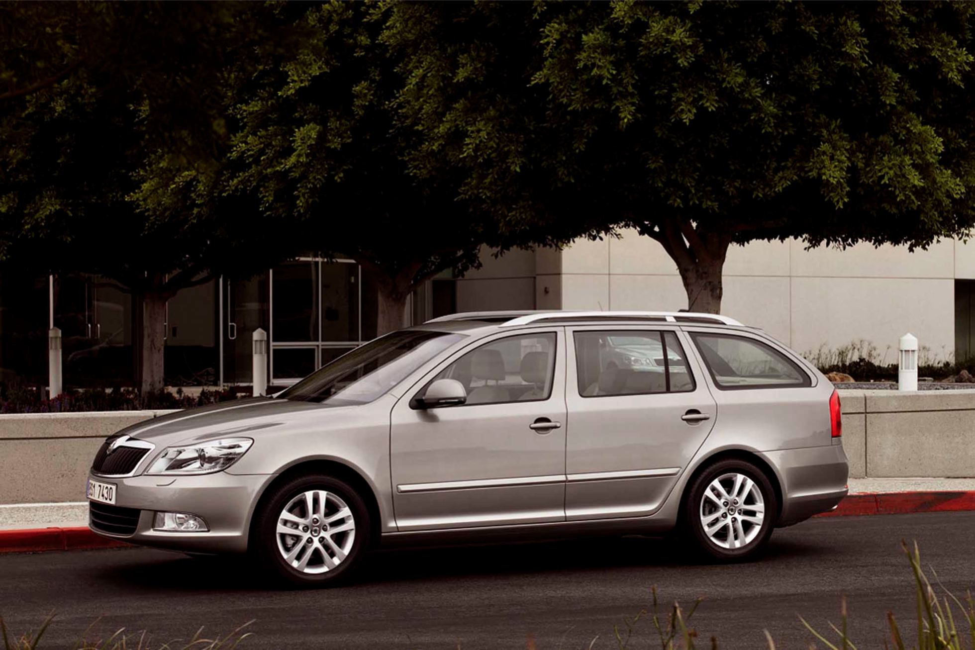 skoda octavia combi 2009 break photo. Black Bedroom Furniture Sets. Home Design Ideas