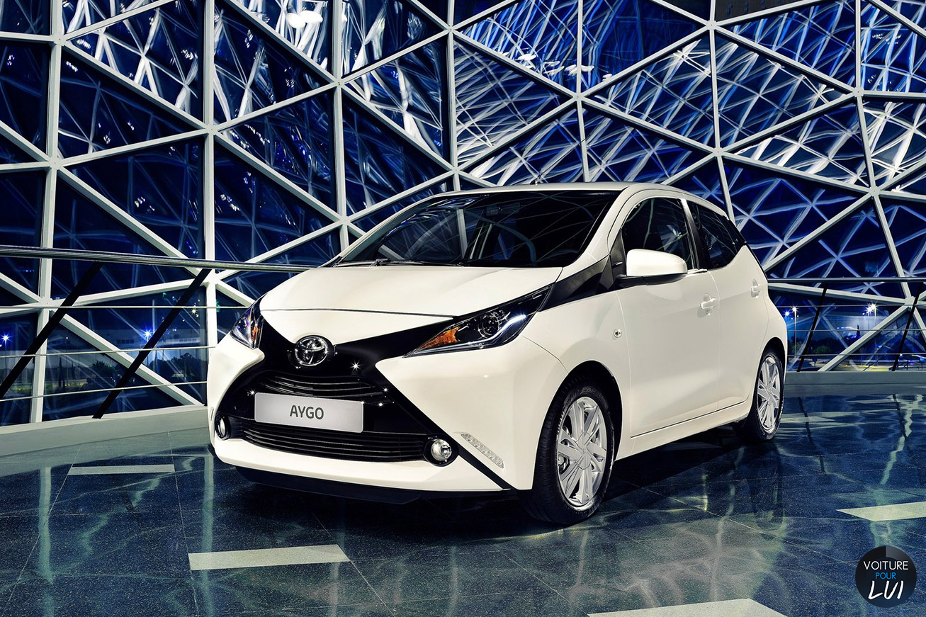Toyota  AYGO 2015    http://www.voiturepourlui.com/images/Toyota//Exterieur/Toyota_Aygo_2015_010.jpg