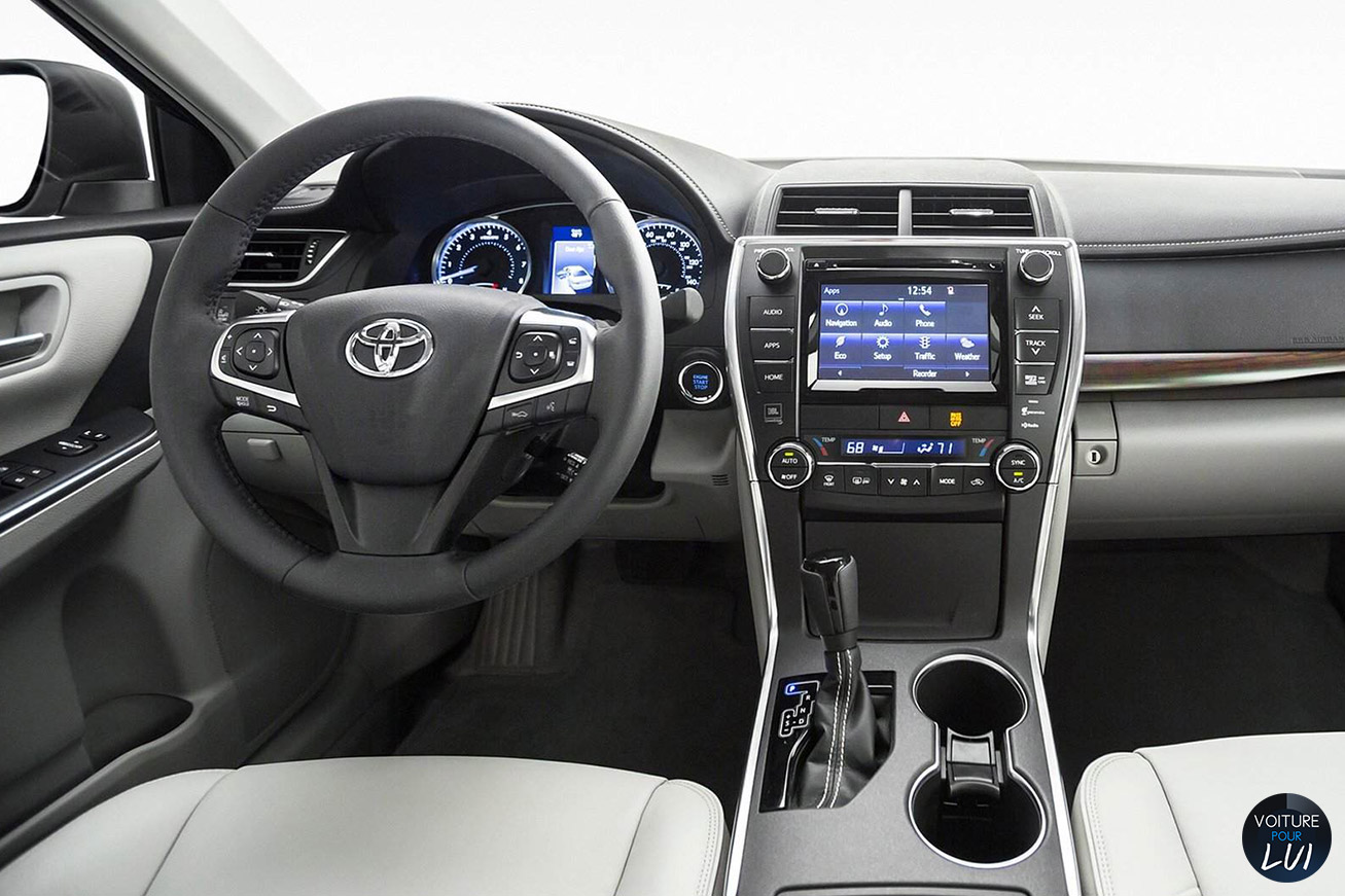 Toyota  CAMRY 2015    http://www.voiturepourlui.com/images/Toyota//Interieur/Toyota_Camry_2015_001.jpg
