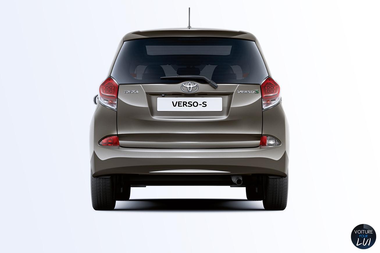 Toyota  VERSO S 2015    http://www.voiturepourlui.com/images/Toyota//Exterieur/Toyota_Verso_S_2015_003.jpg
