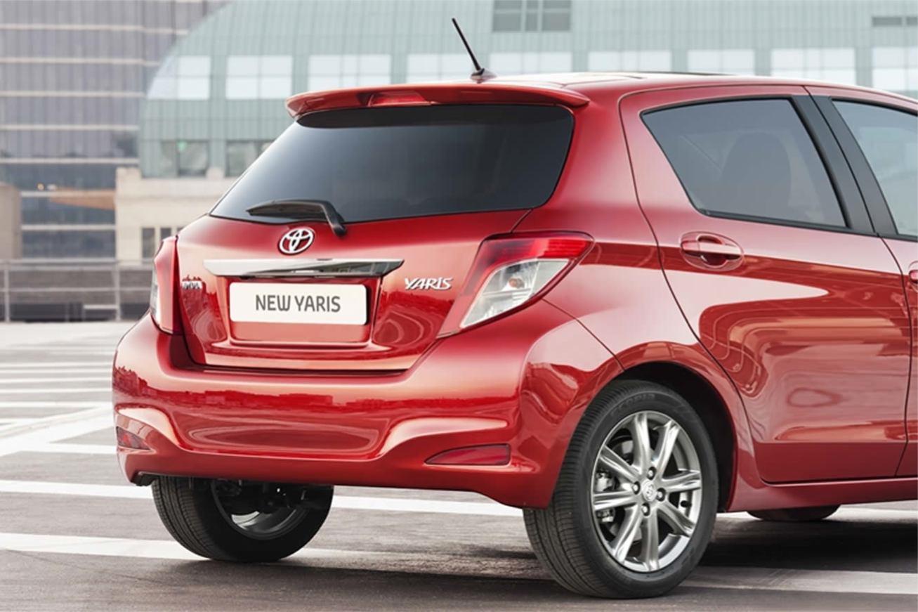 Toyota  YARIS 2012    http://www.voiturepourlui.com/images/Toyota//Exterieur/Toyota_Yaris_2012_007.jpg