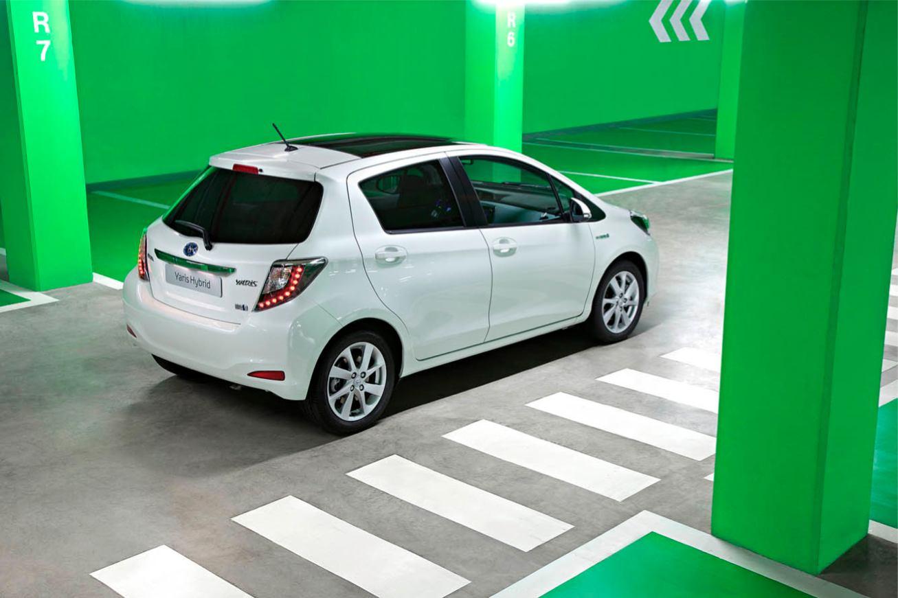 Toutes les photos toyota yaris hybrid sur voiture pour lui for Interieur yaris hybride