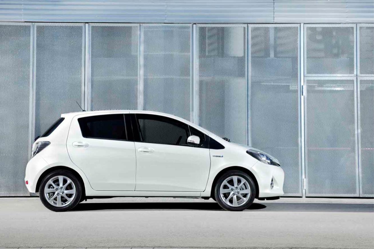 Photos toyota yaris hybrid 2012 numero 10 for Interieur yaris hybride