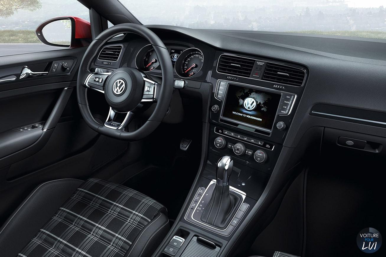 Volkswagen  GOLF 7 GTD    http://www.voiturepourlui.com/images/Volkswagen//Interieur/Volkswagen_Golf_7_GTD_001.jpg