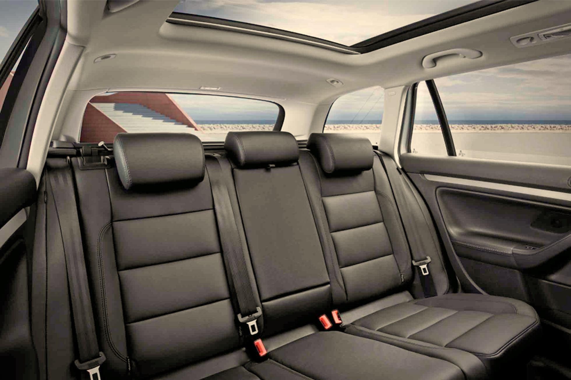 Volkswagen golf variant voiture pour lui for Voiture golf 7 interieur