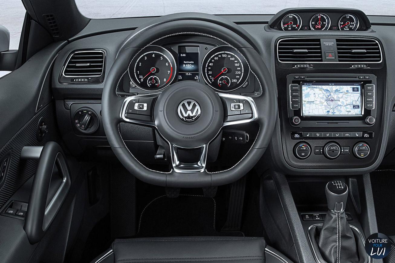Volkswagen  SCIROCCO 2015    http://www.voiturepourlui.com/images/Volkswagen//Interieur/Volkswagen_Scirocco_2015_003.jpg