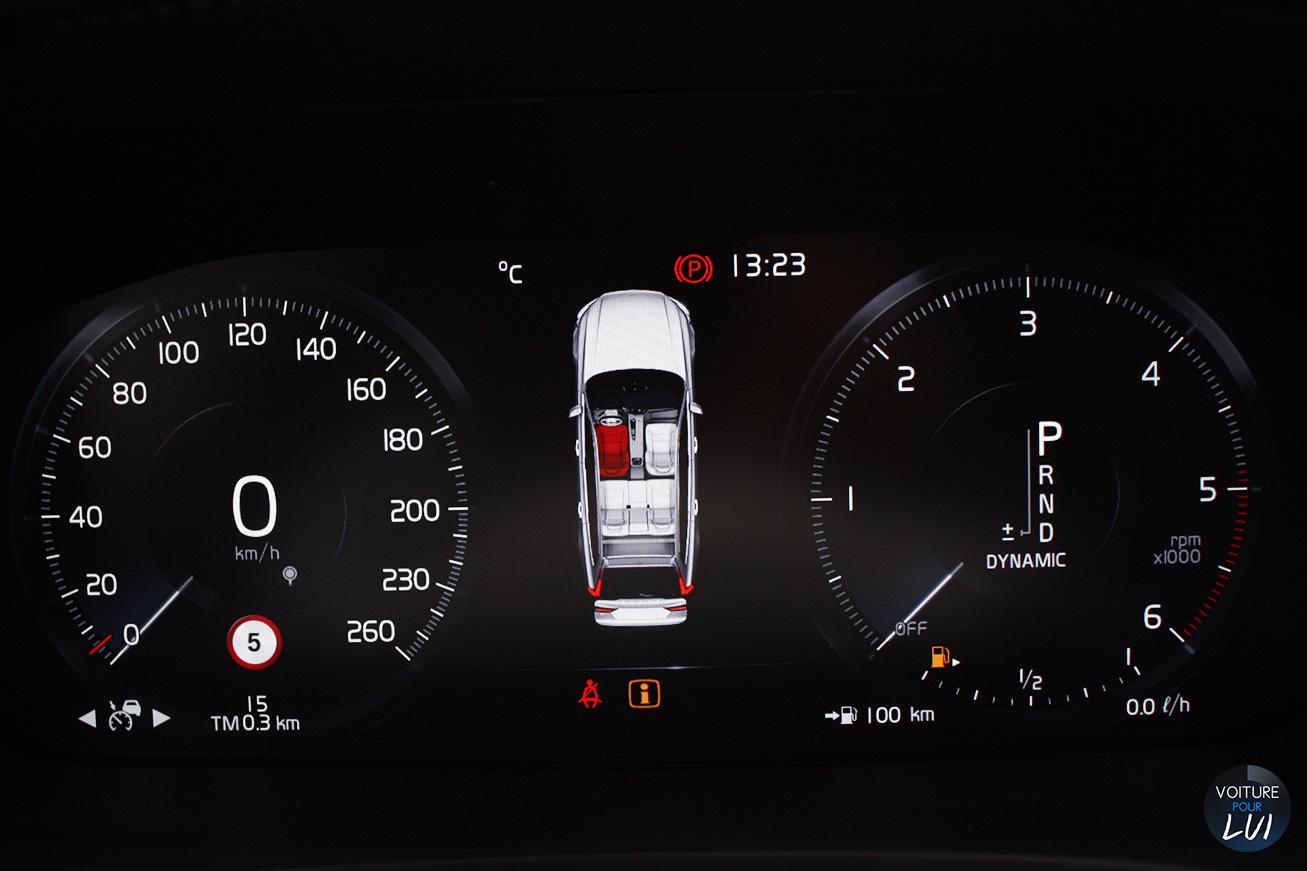 Volvo  V90 2016   Camera  http://www.voiturepourlui.com/images/Volvo//Interieur/Volvo_V90_2016_007_ecran.jpg