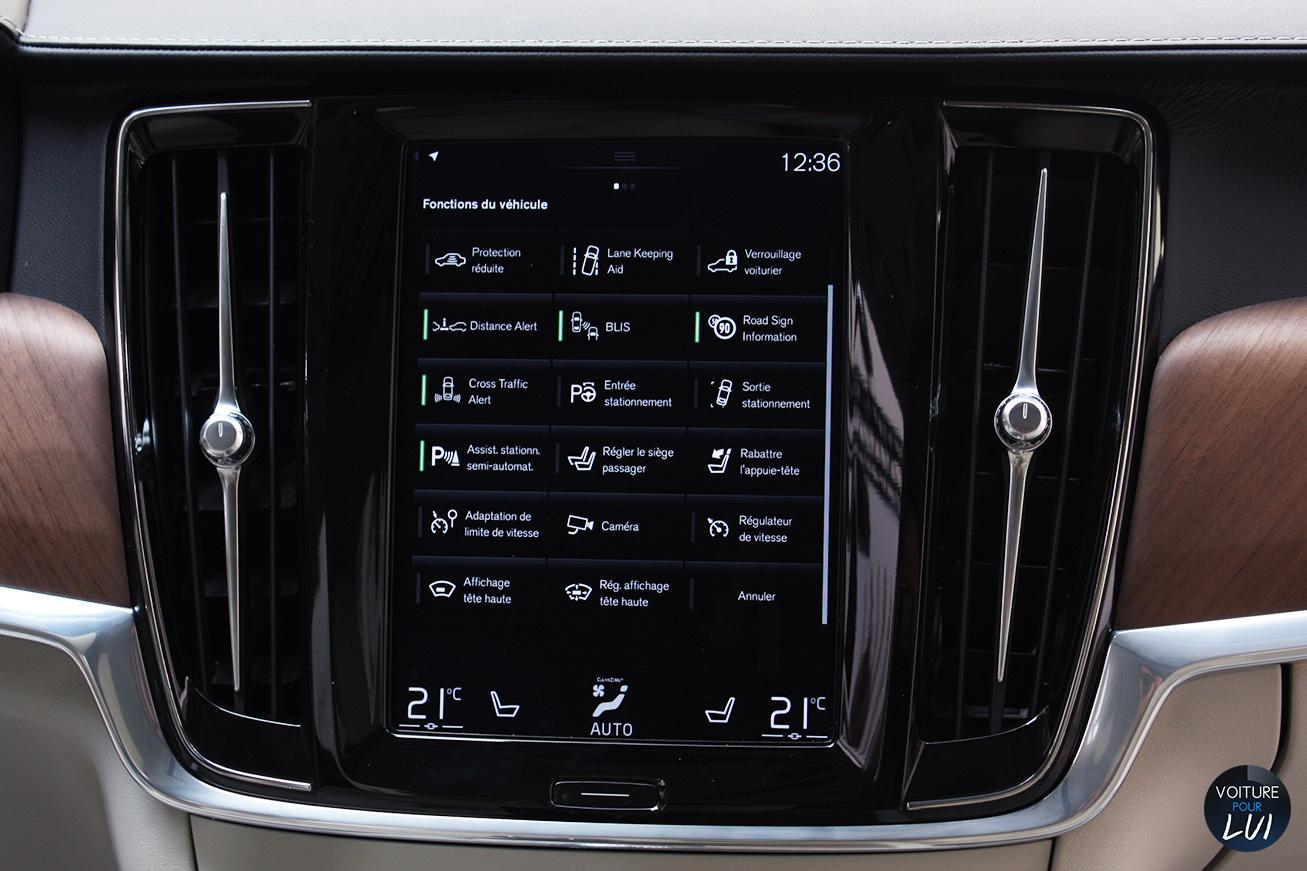Volvo  V90 2016   Phare  http://www.voiturepourlui.com/images/Volvo//Interieur/Volvo_V90_2016_009_ecran_interieur.jpg
