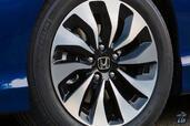 http://www.voiturepourlui.com/images/Honda/Accord-Hybrid-2017/Exterieur/Honda_Accord_Hybrid_2017_031_bleu_touring_roue_jante_pneu_logo_sigle.jpg
