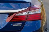 http://www.voiturepourlui.com/images/Honda/Accord-Hybrid-2017/Exterieur/Honda_Accord_Hybrid_2017_032_bleu_touring_arriere_feux_phares_logo_sigle.jpg