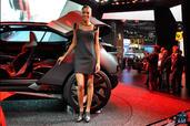 http://www.voiturepourlui.com/images/Hotesse/Fille-Mondial-Auto-2014/Exterieur/Hotesse_Fille_Mondial_Auto_2014_005_peugeot.jpg