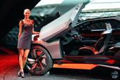 http://www.voiturepourlui.com/images/Hotesse/Fille-Mondial-Auto-2014/Exterieur/Hotesse_Fille_Mondial_Auto_2014_006_peugeot.jpg