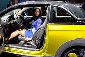 http://www.voiturepourlui.com/images/Hotesse/Fille-Mondial-Auto-2014/Exterieur/Hotesse_Fille_Mondial_Auto_2014_009_opel.jpg