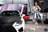 http://www.voiturepourlui.com/images/Hotesse/Fille-Mondial-Auto-2014/Exterieur/Hotesse_Fille_Mondial_Auto_2014_011_lexus.jpg