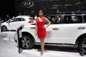 http://www.voiturepourlui.com/images/Hotesse/Fille-Mondial-Auto-2014/Exterieur/Hotesse_Fille_Mondial_Auto_2014_022_kia.jpg