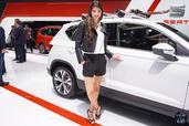 http://www.voiturepourlui.com/images/Hotesse/Fille-Salon-Auto-Geneve-2016/Exterieur/Hotesse_Fille_Salon_Auto_Geneve_2016_011_seat.jpg
