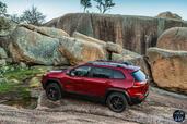 http://www.voiturepourlui.com/images/Jeep/Cherokee-2014/Exterieur/Jeep_Cherokee_2014_022_montagne.jpg