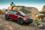 http://www.voiturepourlui.com/images/Jeep/Cherokee-2014/Exterieur/Jeep_Cherokee_2014_027_montagne.jpg