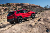 http://www.voiturepourlui.com/images/Jeep/Cherokee-2014/Exterieur/Jeep_Cherokee_2014_029_montee.jpg