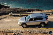 http://www.voiturepourlui.com/images/Jeep/Cherokee-2014/Exterieur/Jeep_Cherokee_2014_048_dessus.jpg