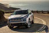 http://www.voiturepourlui.com/images/Jeep/Cherokee-2014/Exterieur/Jeep_Cherokee_2014_048_gris.jpg