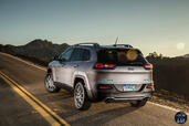 http://www.voiturepourlui.com/images/Jeep/Cherokee-2014/Exterieur/Jeep_Cherokee_2014_051_arriere.jpg