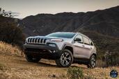 http://www.voiturepourlui.com/images/Jeep/Cherokee-2014/Exterieur/Jeep_Cherokee_2014_055_montee.jpg