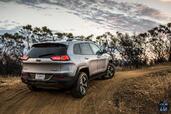 http://www.voiturepourlui.com/images/Jeep/Cherokee-2014/Exterieur/Jeep_Cherokee_2014_057_arriere.jpg