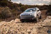 http://www.voiturepourlui.com/images/Jeep/Cherokee-2014/Exterieur/Jeep_Cherokee_2014_058_cailloux.jpg