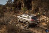 http://www.voiturepourlui.com/images/Jeep/Cherokee-2014/Exterieur/Jeep_Cherokee_2014_064_cailloux.jpg