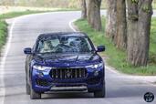 http://www.voiturepourlui.com/images/Maserati/Levante-2017/Exterieur/Maserati_Levante_2017_012_bleu_avant_face.jpg