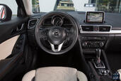Photo Mazda 3-Berline 2015 Mazda 3 Berline http://www.voiturepourlui.com/images/Mazda/3-Berline/Interieur/Mazda_3_Berline_002.jpg