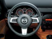 Photo Mazda MX-5 2007 Mazda MX 5 http://www.voiturepourlui.com/images/Mazda/MX-5/Interieur/Mazda_MX_5_505.jpg