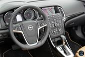 Photo Opel Cascada-Cosmo-Pack-2014 2014 Opel Cascada Cosmo Pack 2014 http://www.voiturepourlui.com/images/Opel/Cascada-Cosmo-Pack-2014/Interieur/Opel_Cascada_Cosmo_Pack_2014_009_Volant.jpg
